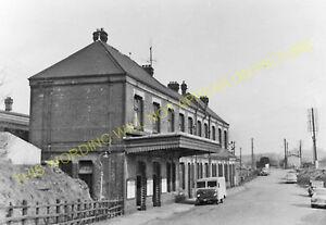 Pontypool Road Railway Station Photo. Pontnewdd to Nantyderry and Usk Lines. (9)