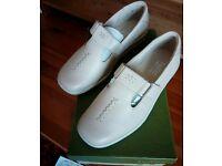 Women's Flat Shoes - Beige 4 1/2