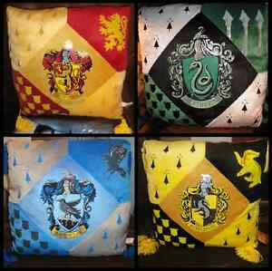 Harry-Potter-HOGWARTS-HOUSE-PILLOW-SET-Gryffindor-Slytherin-Ravenclaw-Hufflepuff