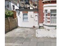 Parking Space in Earlsfield, SW18, London (SP44372)