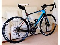 Road Bike Giant Defy Advanced 1, 2016 model. Carbon fibre.
