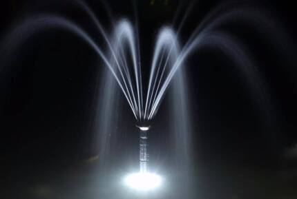 Day/Night 250LPH Solar WATER Fountain Feature PUMP Light Battery