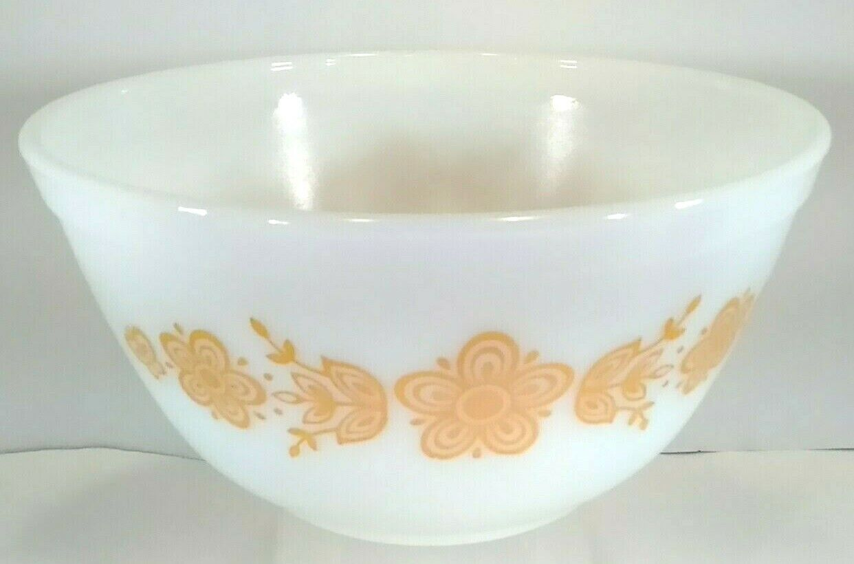 Vintage Pyrex 402 Butterfly Gold Nesting Mixing Bowl 1 1/2 Quart - $19.77