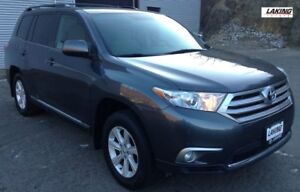 2013 Toyota Highlander AWD LUXURY with 3rd ROW SEATING One Owner