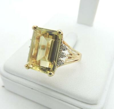 14KYellow Gold Olive Green Stone Cocktail Ring 7.1 Grams Size 9.75