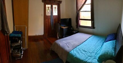 Spacious West Perth room for rent with semi ensuite!