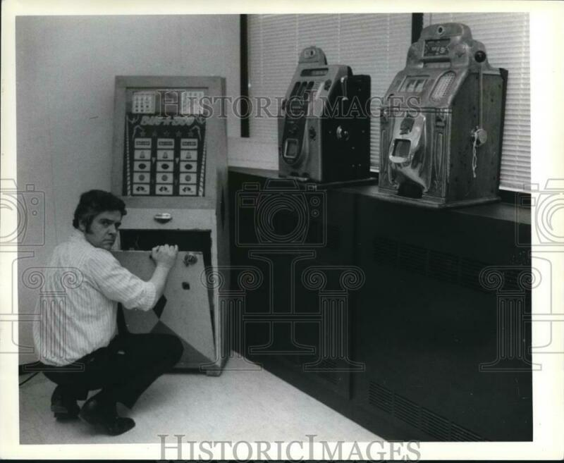 1979 Press Photo The gambling machines inspected by Sgt. Joyce