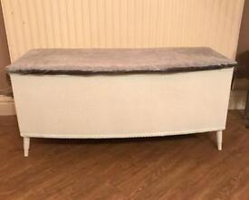 Bedding box/ottoman