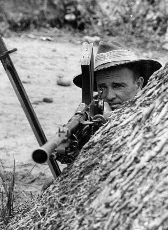 WW2  Photo Australian Soldier Bren Gun Australia WWII World War Two ANZAC