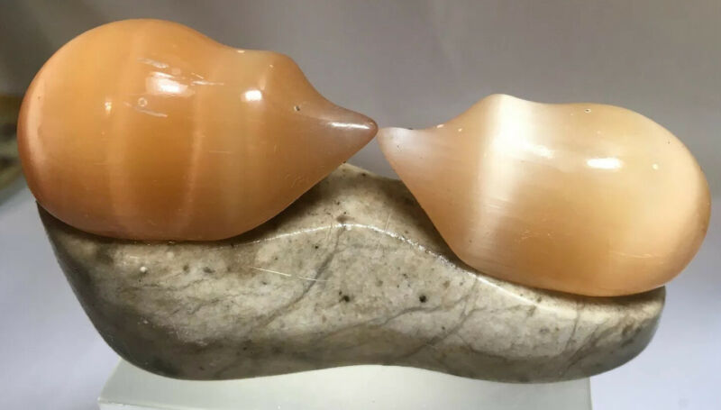 Vintage Carving Peach Selenite/Stone/Satin Spar Pair Of Hedgehogs Russia #61