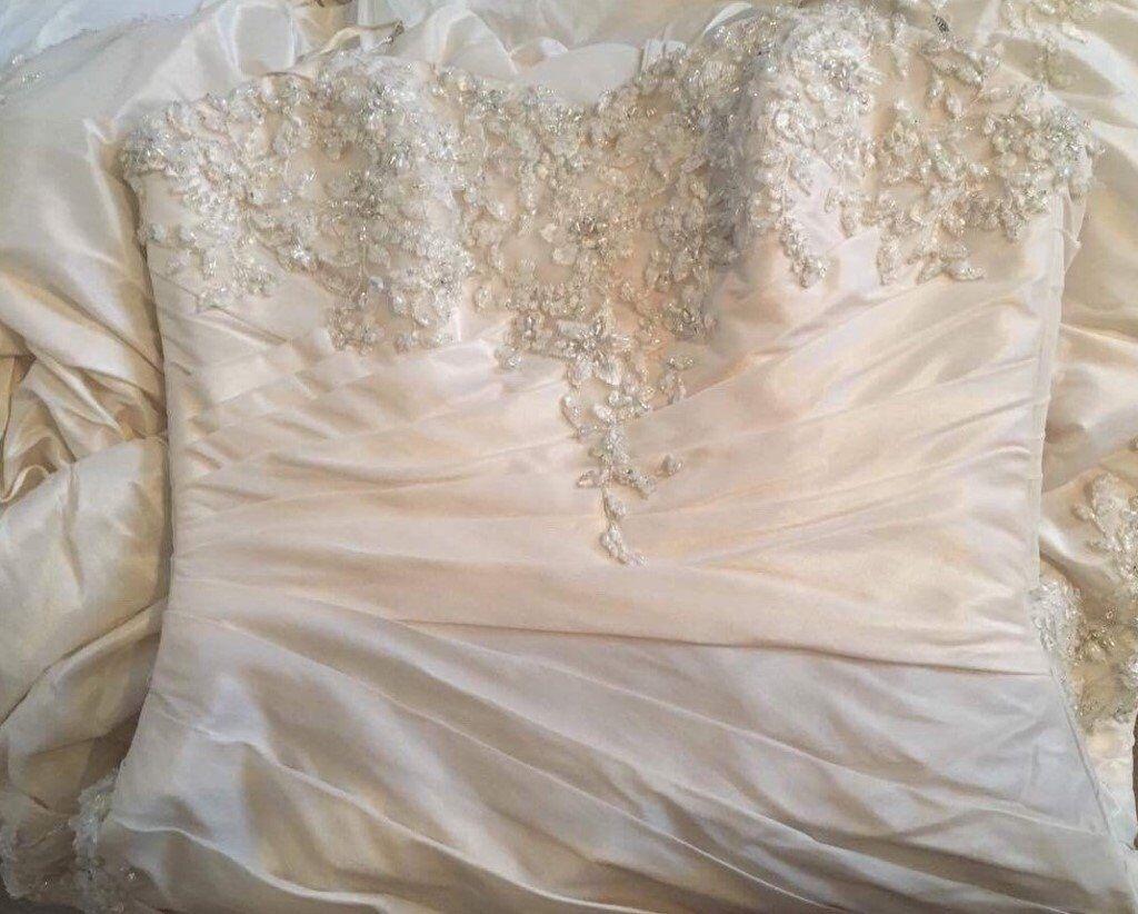 ef565ce9af77 MAGGIE SOTTERO HAMPTON WEDDING DRESS Ivory Lace Diamante Embroidery Bead  Ruching Bohemian Designer