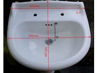 £5 White Pedestal Bathroom Sink.(h805mm - w580mm - d485mm)Used!