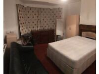 -DOUBLE ROOM AVAILABLE NOW IN CRICKLEWOOD-