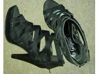 Ladies black high heels size 7