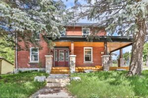 BEAUTIFUL FOUR / 4 BEDROOM HOME FOR RENT - NEWMARKET