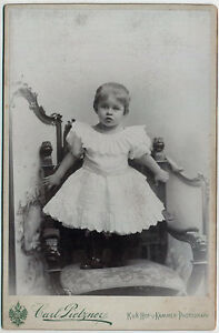 Original vintage 1890s CC girl on large chair by C. PIETZNER - <span itemprop='availableAtOrFrom'>Wien, Österreich</span> - Original vintage 1890s CC girl on large chair by C. PIETZNER - Wien, Österreich