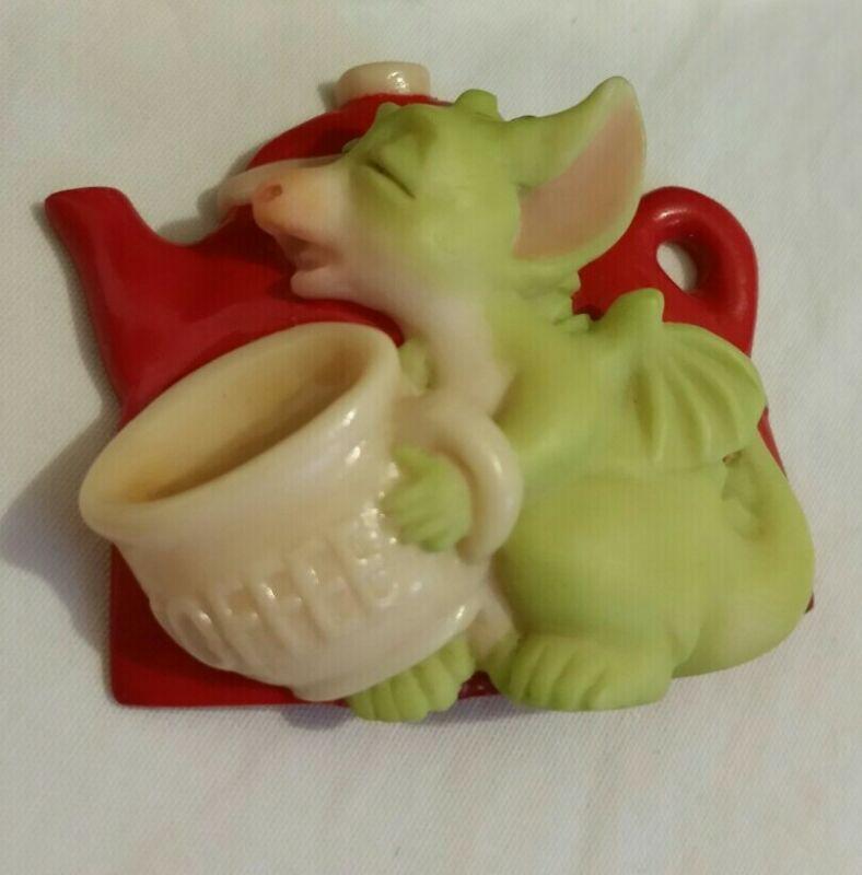 RC 💖 Pocket Dragons Dragon * Mint * Magnet * ☕ I Need Coffee ☕ * 1998 *