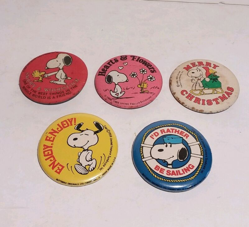Snoopy Button Pins Merry Christmas Hearts Flowers And More Set Of 5 Vtg
