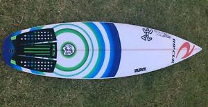 5ft 9 surfboard, 25.3L, good condition