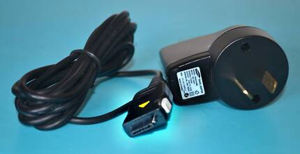 SAMSUNG MOBILE PHONE TRAVEL ADAPTOR  CHARGER 5V DC 0.7A TAD037HBE