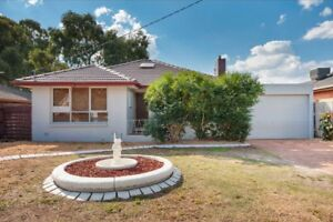 2 rooms available in craigieburn