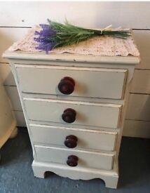 Beautiful vintage oak set of drawers/Bedside