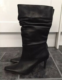 Ladies leather hush puppies boots - Size 5