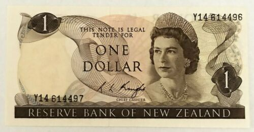 NEW ZEALAND 1975 . 1 DOLLAR BANKNOTE . MISPRINT . MIS-MATCH SERIALS