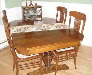 Bois table antique salle manger cuisine dans ville for Table salle a manger quebec