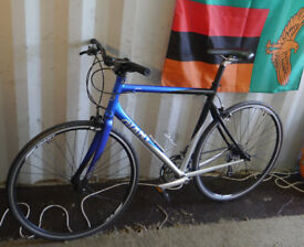 Giant SCR2 straight bar road bike, 55.5cm M/L aluminium frame, Shimano Tiagra 27 speed, 700c wheels