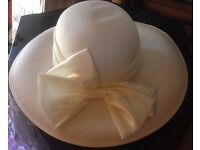 ladies house of fraser wedding special occasion hat with bow in box cream vgc