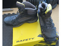 Safety boots size 9.5 UK