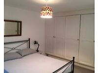 Rooms to rent in 3-bedroom property in Notting Hill - postgraduates and professionals only