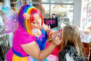 Face Painter and Balloon Twister Swan View Swan Area Preview