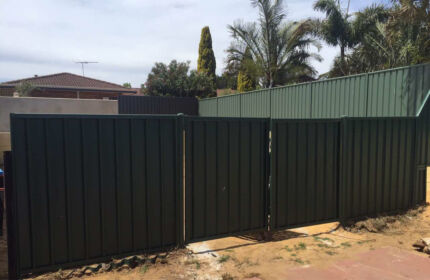 COLOURBOND STYLE LARGE DOUBLE GATES AND TWO PANELS