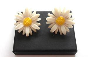 VINTAGE 50'S YELLOW WHITE CELLULOID DAISY FLOWER EARRINGS - SARAH COV