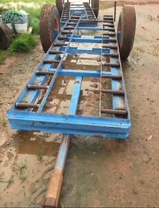 Picking trailer with rollers holds 4 bins Gogeldrie Leeton Area Preview