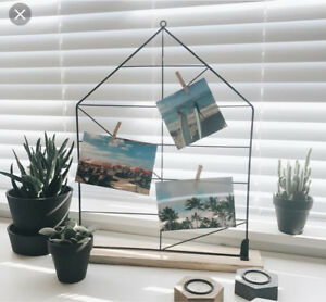 Photo display rack