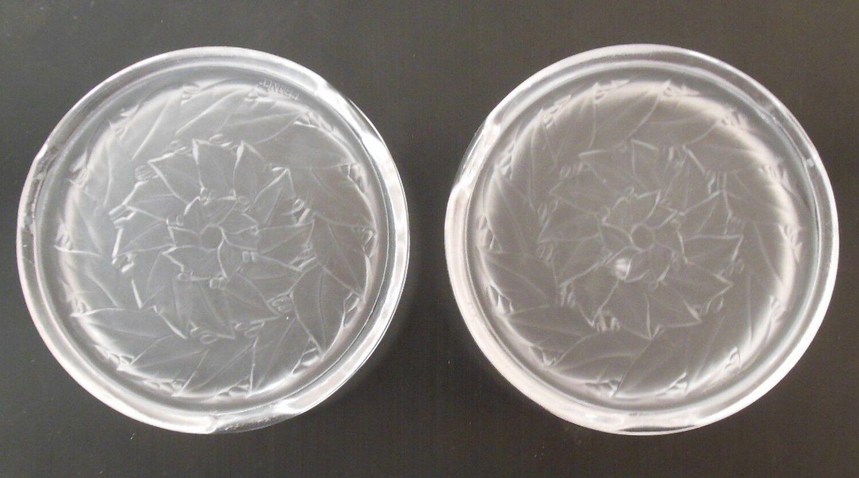 2 anciens dessous de bouteille  en verre (cristal?) dépoli