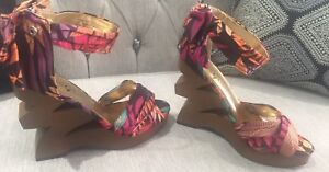 Rouge Heels size 5.5 Brand new