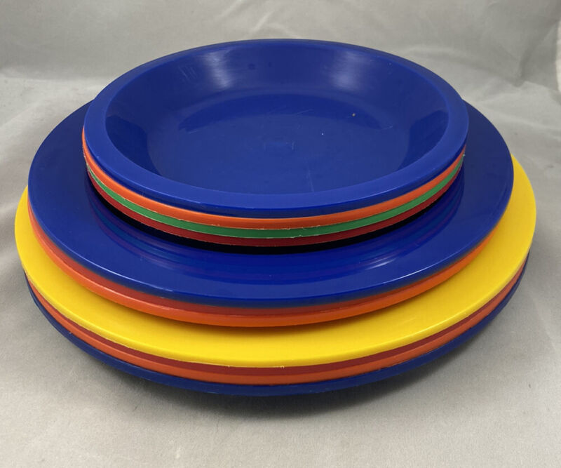 Vintage Ingrid Chicago Plastic Picnic Plates