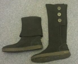 very good condition black UGG boots size 8.5