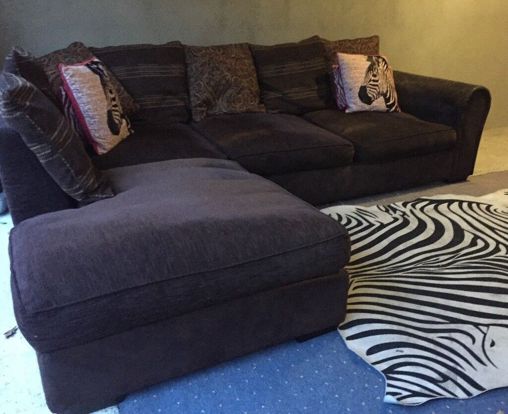 Can Deliver- Nice Corner sofa In Brown Fabric