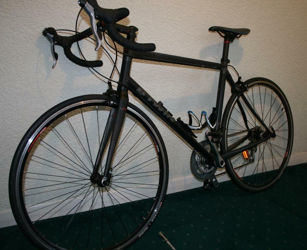 B 39 twin triban 7 road bike 300 in kilmarnock east for Triban 300