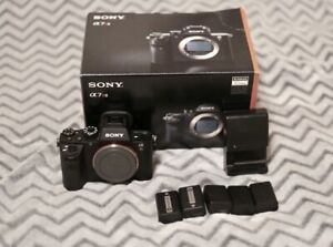 Sony A7rii-body only with 5 batteries