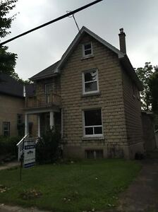 Attn STUDENTS! 131 Beverley ST : 6 Bedroom New Price!