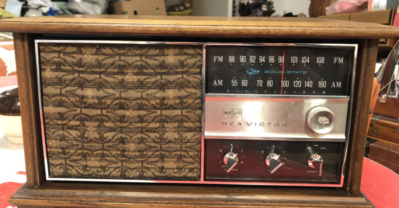 Vintage Rca Victor Radio Model #RGC42S Pecan Solid State (working)nice