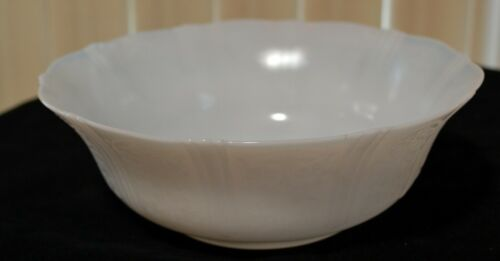 American Sweetheart Monax (White) 8-1/2 Inch Berry Bowl, Design On The Outside