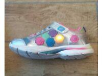 Girls Game Kicks Skechers Size 13.5