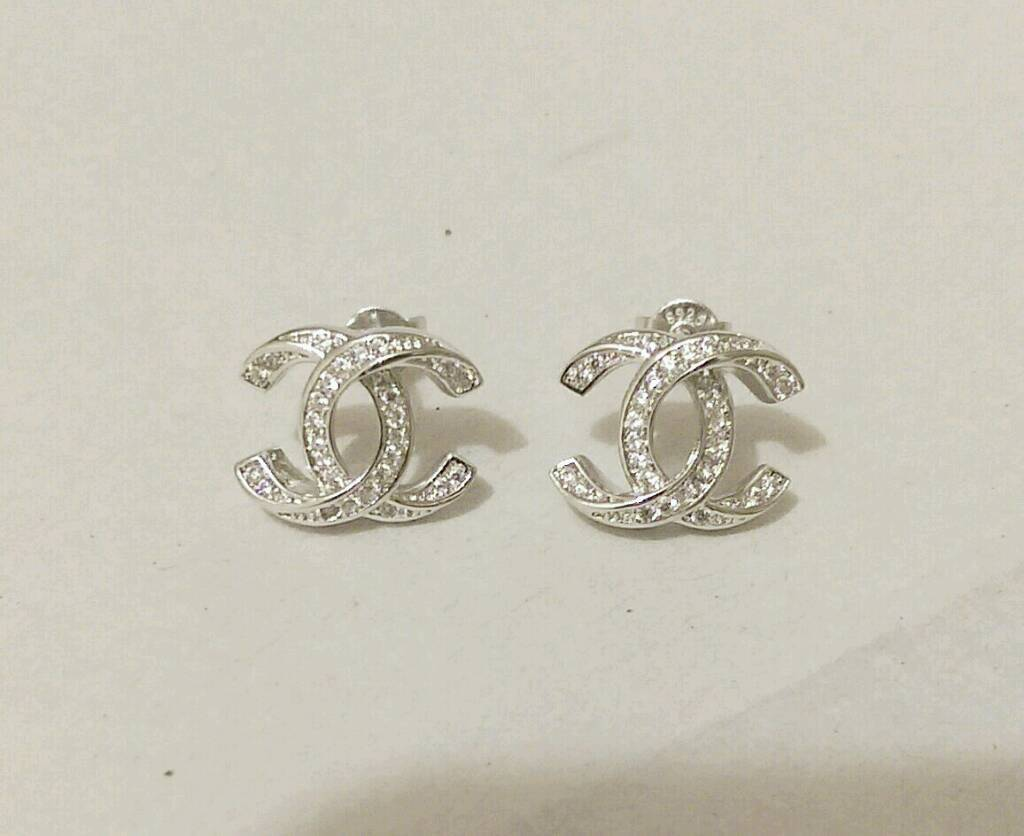 Stunning Classic 925 Twist Silver Diamante Chanel Stud Earrings